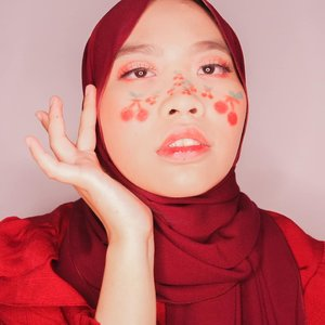 Seandainya sensasi jerawat semanis cherry, mungkin w gaakan pusying mikirinnya 🙂.Gambar ceri pake: esedonya @colourpopcosmetics Yes Please! + esedo @beautycreations.cosmetics Elsa.#clozetteid #🍒