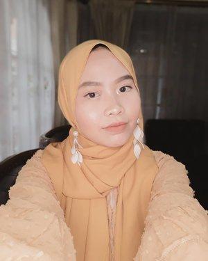 Baru tau HPku bisa bikin foto ala ala bokeh gini 😂Btw udah pada cek IGTV aku belom? 👀..#clozetteid #selfmakeup #selfie #motd #motdselfie #100daysofmakeup #100daysofmakeupchallenge #hijabimakeup #koreanmakeup #tribepost #yellow #naturalmakeup #makeupnatural