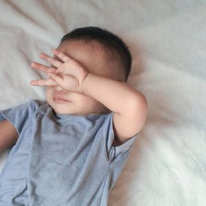 My boy Alvaro 💖Karna mommynya sekarang udah dirumah terus jadi semakin nempell aja, mau mandipun susahnya minta ampun 😂#mommieslife #clozetteid