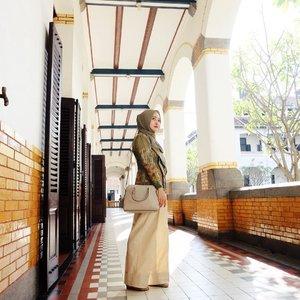 Walaupun telat 1 hari, tapi selamat hari Kartini ✨✨ Kartini jaman now atas kutubaru, bawah pakai celana 😂😂😂 #vsco #vscocam #ootd #hijabootd #clozetteid