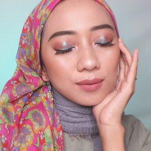 menor menor club🤡..#indobeautygram #tampilcantik #ragamkecantikan #makeuptutorial #tutorialmakeup #makeuptutorial #bunnyneedsmakeup #channelbeautyindonesia #indobeautyblogger #inspirasicantikmu #beautybloggerindonesia #makeup #naturalmakeup #ootdmagazine #makeupnatural #makeuphijab #cchannel #cchannelbeautyid #cantikindonesia #clozetteid