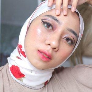 eyelinernya new normal HAHA😝 . Makeup details:  eye :  @gobancosmetics Black Diamond Ultra Waterproof Eyeliner (jujur ini memudahkan banget bikin modelan aneh begini!! baru tau banget) @focallure eyeshadow- perth @ratubulumata serinya lupa😔 . Lips :  @dearmebeauty - dear amanda @safiindonesia lip cream - fuchsia dream (ini baru cobain juga, kalo takut terlalu pop up full lips bisa dicoba di tap tap sebagai ombre🤩) psst, kalo ada yang mau review untuk produk yang aku pake, feel free buat komen yah🤗  #indobeautygram #tampilcantik #ragamkecantikan #makeuptutorial #tutorialmakeup #makeuptutorial #bunnyneedsmakeup #channelbeautyindonesia #indobeautyblogger #inspirasicantikmu #beautybloggerindonesia #makeup #naturalmakeup #ootdmagazine #makeupnatural #makeuphijab #cchannel #cchannelbeautyid #cantikindonesia #clozetteid #indobeautysquad