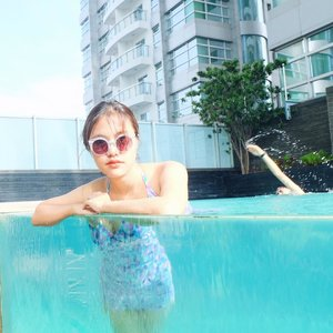 Life looks better underwater . . . . #nature #naturephotography #naturelovers #vsco  #vscocam #vscofilter #vsco🌊 #vscodaily #swimmingpool #swimmingpooltime #summerday #summerfun #summervibes #clozetteid