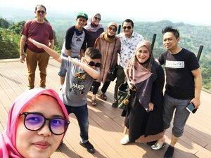 Family Time on #iduladha day 💕 minus @andikarahmd & @andinsoraya 😁May Allah bless you and your dear ones with peace, prosperity, and happiness on the auspicious occasion on Eidul Adha. Happy Eidul Adha! 😇#eidmubarak2020🌙🕌 #ClozetteID