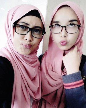 Aku suka foto ini @ratridp 💋❤😍 #selfienation #takenbyoppo #oppor7lite #stylediary #sillyfaces #ihblogger #bloggerslife #hijabstyle #clozettehijab #clozetteid #loveit