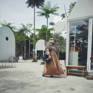 There's no need to be perfect to inspire others. Let others get inspired by how you deal with your imperfections. 💕  📷 #instagramhusband  #clozetteid #andiyaniachmad #selflove #mantraoftheday #ootdhijab #tapfordetails