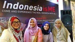 Today's squad 💪  #bloggerperempuan #lifestyleblogger #lifeofablogger #BloggerMeetUp #stylediary #clozetteid #mysquadisbetterthanyours #andiyanipics #wefietime #bloggerstyle #bloggerslife #IndonesiaisMe