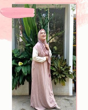 Happiness isn't about getting what you want all the time. It's about loving what you have and being grateful for it. 💕🌸 Dress by @ema.daily #ootdwithemadaily Shawl by @evanabian_hijab #clozetteid #ootdsyaristyle #syarihijab #andiyaniachmad #stylediary #stylevideo