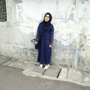 ketika kamu merasa tidak ada lagi yang menemani kamu di kesulitanmu, percayalah dan yakinilah Tuhan selalu ada untukmu 😊😘 Tunic by @vaastu.idShawl by @rashawlShoes by @dncshoes_bdg#ootdindo #stylediary #clozettehijab #clozetteid #andiyanipics #hijabstylebyme #quotestoliveby #haveafaith #hijablook #duahijabtrans7 #styleblogger #wednesdaywisdom