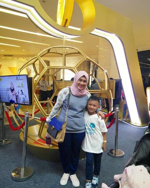 Yeay! We both are so happy at #ParentingClubID Goes Live Event in @gandariacity. #bedaanakbedapintar #clozetteid 💋