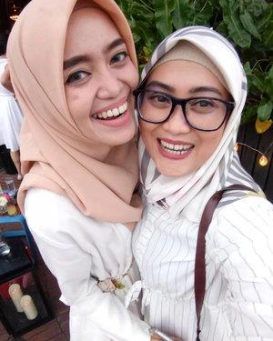 Alhamdulillah dan seneng banget bisa bersua sama @misisdevi 🤗😘 semoga bisa bersua lagi di lain kesempatan yaaa #clozetteid #temanhijrah #friendship #socialmediaqueen #happy #tuesday #love #selfie