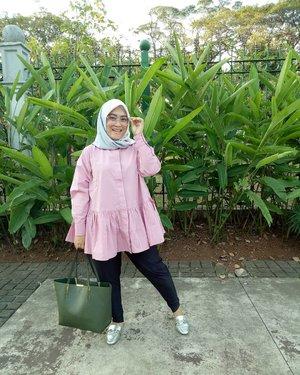 Tops & #pleatspants from @fixpose 💗#clozetteid #style #ootdfashion #ootdindo #hijab #fashion #pink #Friday #tgif #andiyaniachmad #hijabstyle #love