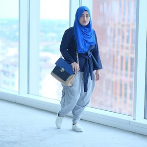 Me and #pleatspants 😎  #clozetteid #clozettehijab #stylediary #hijabstyle #hijabfashion #hijabootdindo #modestfashion #milkteabunda #mommyblogger #socialmediamom #terfujilah #ootd #blue💙 #hijabi #hijabstreetstyle