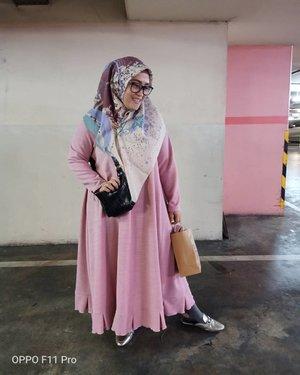 #oppof11pro da best!Biasanya kalo poto di parkiran basement kan hasilnya gak sejelas ini. Lah ini, #masyaallah bersih & jelas sekali 😍#tapfordetails #clozetteid #andiyaniachmad #ootd #hijabootdindo #stylediary #modestfashion