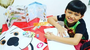 Darell so happy pas terima paket dari @zoomooasia yang isinya alat tulis, agenda & sticker-sticket gemaayyy binatang Zoo Moo 😍ZooMoo is a fun new TV channel for kids! Pastinya jadi TV channel favorit #darelladhibrata dong #clozetteid #zoomo #zoomooasia #kidsofinstagram #kidsstylezz #playtime