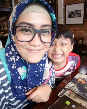 Yang nemenin aku 'kerja' hari ini 😍 so, this is my #lifeafterresign be like 😁 alhamdulillah. #clozetteid #momandson #socialmediaqueen #darelladhibrata #tuesday #andiyaniachmad #motherhoodthroughinstagram #kidsofinstagram