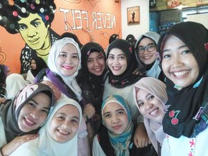 The gorgeous @ihblogger member 💕 at #aidijumaxworldhijabday #istand4hijab  #ihblogger #clozetteid #indonesianhijabblogger #lifestyleblogger #friendship #beautifulsoul