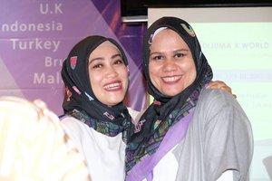 With mba @wawaraji 💕 di acara #aidijumaxworldhijabday #istand4hijab • •  #bloggercrony #clozetteid #friendship #bloggers #socialmediaqueen
