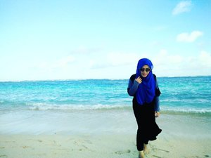 What I most love about this crazy life is an adventure in it 💋🌊🌅❤ #travelwithstyle #hijabtraveller #clozetteid #clozettehijab #travelwithstyle #stylediary #andiyanipics #beach #pandawabeach #bali #travelbloggers #lifeofablogger #lifestyleblogger #vitaminsea #bouncheid #bounch#adventureofalifetime