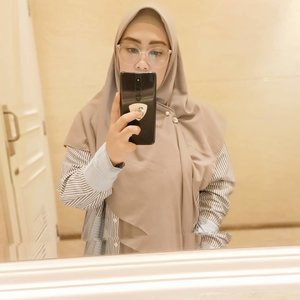 #mirrorselfie hari ini dipersembahkan oleh toilet yang kosong melompong 😁#tapfordetails #clozetteid #oppof11pro #andiyaniachmad #thursdayvibes