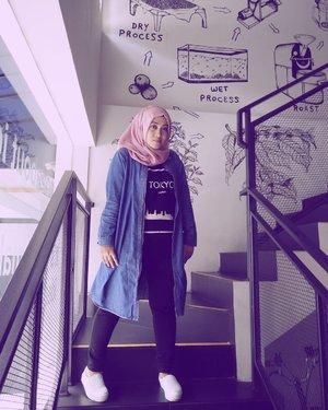 Mau pijet, mau nyalon, mau nyender, mau liburan, banyak maunya eim! 😅 #clozetteid #stylediary #throwbackthursday #andiyaniachmad #casual #hijabinspiration #hijabstyle #streetstylefashion #lifestyleblogger #ootd #socialmediaqueen