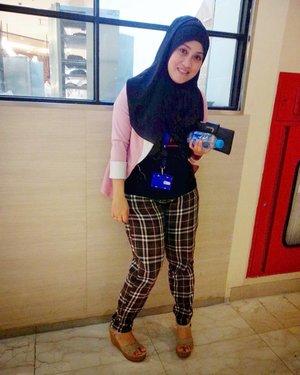 #tbthursday 💕😁 Kala itu, wedges dipake kemana-mana, masih shanggupp. Kalo sekarang boro-boro 😝 udah renta beb. auk napa begini amatan gayanya 😅  #clozetteid #tbt #throwbackthursday #andiyaniachmad #hijabi #hijabootdindo #hijabstyle #stylediary #fashionhijab