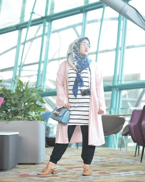Looking fabolous with this lovely outer from @rjbyroswitha 💞😍💯 #clozetteid #ootd #rjladies #stylediary #lisnamotret #andiyaniachmad #ootdinspiration #hijabtraveler #hijabstyle #fashion #fashion101 #fashionpeople #lifestyleblogger #singaporetrip #changiairport