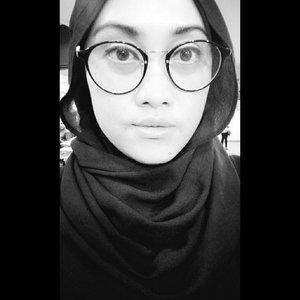 Easy. Sunday.Love #Hijab #love #hotd #clozetteID #andiyanipics #hijabiqueen #selfie #beauty #blackandwhite