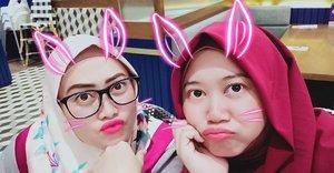 Yes! Oplas berhasil, wajah kita mulus bak pualam tanpa celah 😆 @lisna_dwi pertemuan singkat bermakna seperti biasanya. 😍  #clozetteid #menolaktua #tersister #selfie #thursdaymood