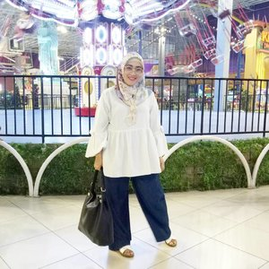 Yesterday's outfit, love this pleats cullotes pants by @vaastu.id 😍😘 #ootd #clozetteid #pleatspants #cullotespants #hijabstyle #hijabootd #hijabi #hijabfashion #modestfashion #socialmediamom #lifestyleblogger