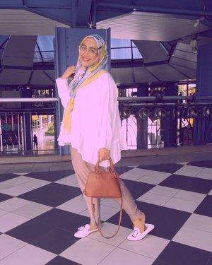 Jadi hari ini mau ajak aku kemana beb? 😁#clozetteid #stylediary #andiyaniachmad #hijabinspiration #modestfashion #hijabstreetstyle #streetstylefashion #sundayvibes #ootd