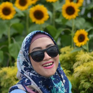 New (better) version of me #1302 #ClozetteID #AndiyaniAchmad #StyleDiary #LifestyleBlogger #SocialMediaQueen #february #tbt #bts #thankful #changiairport #sunflowergarden #singaporetrip #visitsingapore