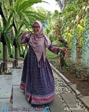 Ya, seperti biasa kalo gak bisa tidur a.k.a ngalong ngedit pidio aje meski skill masih di bawah rata-rata dengan model video yang begitu lagi, begitu lagi ye kaann 🤭💪🏻😅😋 Dress by @fixpose Shawl by @evanabian_hijab #slowmotionvideos using #oppof11pro #slowmotions #slowmo #trendhijabootd #modestfashion #andiyaniachmad #videoedits #videofashion #indovidgram #indovideogram #videogram #videoviral #hijabsyari #hijabstyle #clozetteid #tapfordetails