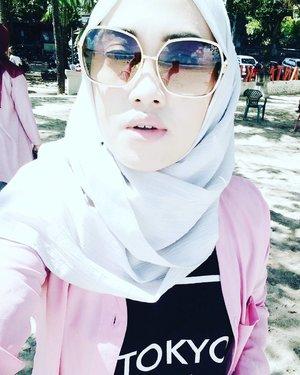 Do you see what I see?  #bouncheid #bounchesummerescape #selfie #takenbyoppo #oppor7s #stylediary #travelinstyle #travelwithstyle #hijabtraveller #clozetteid #clozettehijab #andiyanipics #lifeofablogger #lifestyleblogger