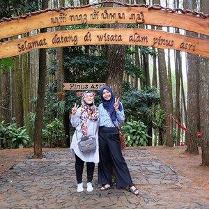 #throwbackfriday ❤ at #hutanpinusimogiri with @nianastiti 😍  #clozetteid #friendship #lifestyleblogger #lifeofablogger #indonesiaindah #ootd #stylediary #hijabtraveller #fashionblogger