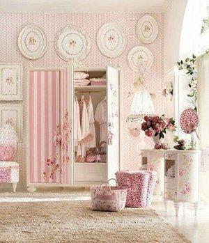 Super love this shabby chic decoration on bedroom 😍😍😍 Photo credit: #pinterestinspired  #stylediary #designinteriors #loveit #clozetteid #inspirations #bedroomdesign #decorationideas #shabbychic #shabbychicdecor #lifestyleblogger