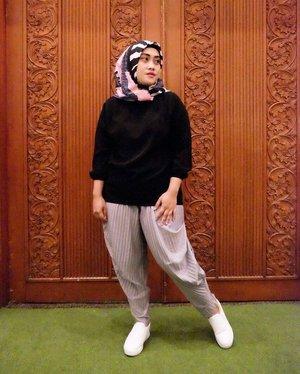Thank you #lisnamotret #terfujilahlisna for taking this picture 💋✌😁 sering-sering ya kak! 😘  #ootd #clozetteid #hijabstyle #hijabi #hijabfashion #hijabootdindo #stylediary #pleatspants #lifeofablogger #lifestyleblogger