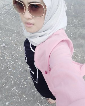 Take me everywhere 🌊🌊 #selfie #bouncheid #bounchesummerescape #stylediary #andiyanipics #hijabtraveller #travelinstyle #travelwithstyle #travelbloggers #lifestyleblogger #lifeofablogger #clozetteid #clozettehijab #oppor7s #takenbyoppo