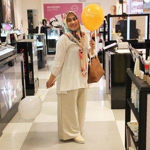 A simple things, like balloons, makes me happy ☺  Cullote pants by @vaastu.id 😘 Shoes by @amazara.id  #ootdindo #ootd #hijabootdindo #clozetteid #clozettedaily #hijabstyle #hijabfashion