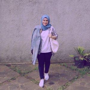 Besok sehat! 😁 #clozetteid #stylediary #streetstyle #streetstylefashion #andiyaniachmad #hijabinspiration #hijabstyle #hijabstreetstyle #ootd #ootdfashion #fashiongram #lifestyleblogger #socialmediaqueen #mycasualstyle