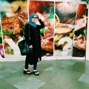 Easy.Sunday.Love#stylediary #ootd #hijab #clozetteid #sunday #stylestar #fashion #vscocam #socialmediamarketing #andiyanipics #blackandblue #hijabstyle #lookbook #hijabchic #wanitaberhijabindonesia