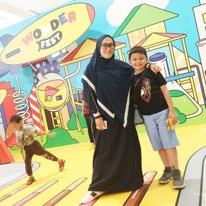 Kenapa w langsingan ya di marih? 😅😑 fix tipuan angle kamera ini mah. Shawl & Abaya from @thehijrahstory #clozetteid #ootd #wonderfest2019 #darelladhibrata #kidsofinstagram #kidstyle #momandson