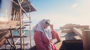 🌊☀ #clozetteid #bulukumbakeren #stylediary #hijabtraveler #travelingwithstyle #socialmediaqueen #andiyaniachmad #canonm10 #travelwithstyle #jalanjalan