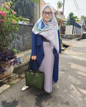 Agak nyesel sih nonton #johnwickchapter3 yang isinya >>>>>>>> 99% Bengis, Brutal, Sadis, Liar & Ngeri.1% Kearifan Lokal, Cita Rasa Indonesia 👻Karena eike penakut, gak bisa liat yang sadis-sadis begitu#clozetteid #styleblogger #stylediary #momblogger #ootd #lifestyleblogger #oppof11pro #andiyaniachmad #hijabstyle #hijabstreetstyle #bts #tapfordetails
