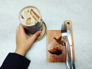 Jadi, makan siang apa hari ini? #pigeonhole #pigeonholecoffee #pigeonholecoffeechapter2 #coffeeshop #coffeeandcake #andiyaniachmad #coffeeholic #lifestyleblogger #clozetteid #coffeeinsta #thursdaymood