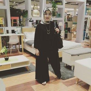 #ootd Lebaran day #4 makin pewe pake #pleatspants model kulot yang lebar banget inih. Cuma kali ini berani pake #redlips alias lipen warna merah merekah yang terinspirasi dari ter sister @lisna_dwi yg selalu kece dengan lipennya 😍💋 #clozetteid #outfitlebaran #eidoutfit #eidmubarak2017 #idulfitri1438h #hijabstyle #hijabi #hijabfashion #styleblogger #socialmediamom #outfitoftheday #ootd #mysignaturestyle #mystyle
