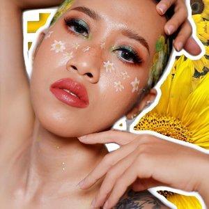 Met page rakyat negeri berflower 🕺 --- Dua kegiatan yang bisa melepas penat: 1. Olahraga 2. Maen makeup Kalau lagi penat dan performa fisik lagi nggak terlalu bagus, maen makeup pilihannya. Makeupnya 2 jam, fotonya 15 menit 🤣 --- #muajogja #clozetteid #makeupartistjogja #periasjogja #faceoftheday #fotd #makeup #beauty #beautybloggerindonesia #facepainting #fairymakeup