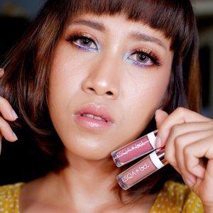 Salah satu alasan kenapa aku lebih suka tampilan bibir yang glossy: terlihat lebih muda 😌 Dek Mon terlihat berumur 17 tahun kan? Kan? Kan? 😌 --- Salah satu lipgloss yang aku suka adalah @esqacosmetics . Soalnya bisa dipakai sendirian maupun barengan dengan yg lain. Review lengkap sudah ada di www.monicaagustami.com 😘 --- #jogjabloggirls #esqacosmetics #beauty #makeup #makeupartistjogja #muajogja #beautybloggerindonesia #bloggerindonesia #bloggerperempuan #clozetteid