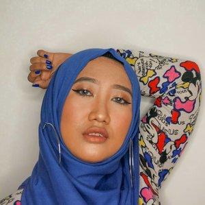 Akhirnya cita-cita pake foundie yang gelapan dikit tercapai! Biasanya aku pake Wet n Wild Photofocus foundation yang Creamy Beige. Trus iseng pengen pake yang warnanya setingkat dibawahnya, yaitu Amber Beige. Turns out really good! Suka sih eksotis gini. Karena cantik itu nggak harus putih, kan? 🤪 - #ClozetteID #hijab #makeup #makeupsawomatang #MOTD #DiaryBeautyHilda #hijabmakeup #tampilcantik #inspirasimakeup #inspirasicantikmu #indobeautygram #naturalmakeup #beautybloggerIndonesia