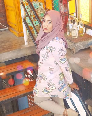 I miss my #InstagramHusband @radik_zetamotion 😘😜-And I think he miss the old-body me 🤪🤪-#ClozetteID #hijab #portrait #OOTD #HijabOOTD #kafegresik #tongkrongangresik #girihillscoffeehouse #coffeegresik #exploregresik